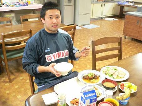 津高選手ラグビー部寮の食堂にて