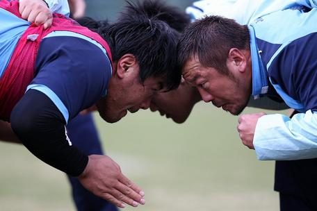 山村選手と高木選手のスクラム