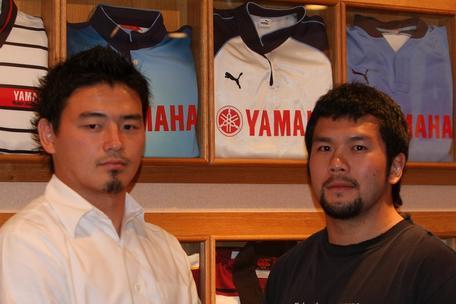 五郎丸選手(左)と串田選手(右)
