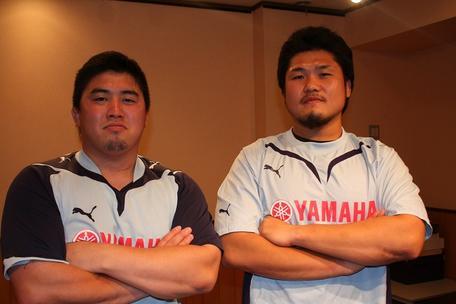 境川選手(左)と野中選手(右)