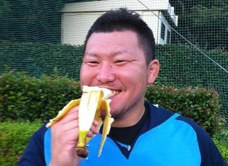 練習後に必ずバナナを食べる岸選手