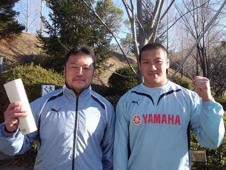 ウサギ年の高木選手(左)と長野選手(右)